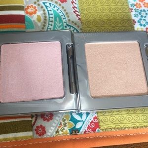 2 Urban Decay 8hr highlighters in Sin and Aura